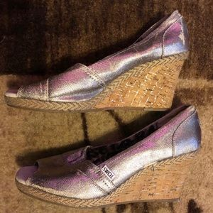 ⭐️ Toms Silver Cork Wedge Heels 9.5 Well Loved